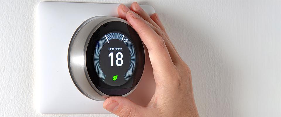 Hand adjusting smart thermostat